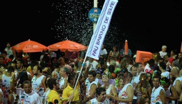 Pau Baiano de Selfie da BeeWeb Viraliza e Faz Sucesso Durante o Carnaval
